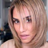 Hätten Sie Sängerin Sabrina Setlur auf den ersten Blick erkannt? Wir nicht! Sabrina hat dem Friseur ihres Vertrauens einen ausgiebigen Besuch abgestattet und überrascht mit deutlich helleren und kürzeren Haaren. Auch einige freche Stufen weist der neue Look auf. Wie ihrem Instagram-Account zu entnehmen ist, scheint die Sängerin häufiger mal ein wenig mit ihren Haaren herumzuexperimentieren.