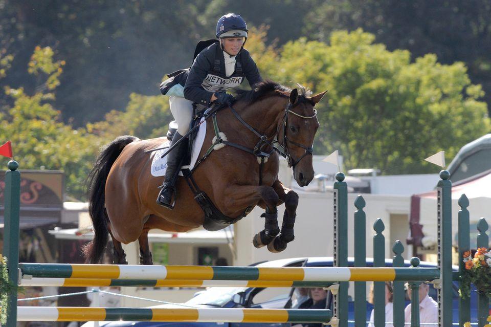 "Prinzessin Annes Tochter Zara Tindall nimmt regelmäßig an den ""Gatcombe Horse Trials"" teil."