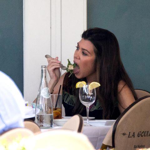 Kourtney Kardashian isst Salat
