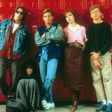 """Wer kennt und liebt sie nicht, die fünf Nachsitzer aus dem """"Breakfast Club"""". Der Kultfilm von Regisseur John Hughes stammt aus dem Jahr 1985, wie sehen die Darsteller wohl heute aus? Zumindest vom schönen Rotschopf Molly Ringwald, die die """"Claire"""" gespielt hat, wissen wir das."""