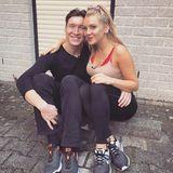 """Auch wenn es für Evelyn Burdecki und ihrem Profi-TänzerEvgeny Vinokurov am Freitag während der dritten Live-Show viel Kritik hagelte, lassen sie sich davon nicht unterkriegen. Evelyn schreibt auf ihrem Instagram-Profil: """"Wir lassen uns die Laune nicht verderben und werden weiter fleißig lernen, bis die Schritte sitzen und wir ordentlich schwitzen!"""""""