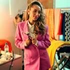 Während eines Shootings schlüpft Annemarie Carpendale in einen farbenfrohen Look der 80er. Der pinke Zweiteiler und die wilden Haare stehen ihr ganz ausgezeichnet!