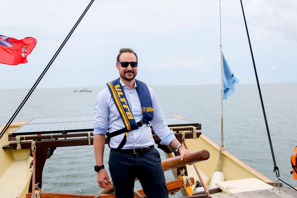 10. April 2019  Prinz Haakon macht eine tolle Figur während seiner Inselstaaten-Rundreise im Südpazifik. AnTag vier besucht der Mann von Kronprinzessin Mette-Marit unter anderem ein traditionellesFischerboot.