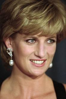 Prinzessin Diana (†), Emma Corrin