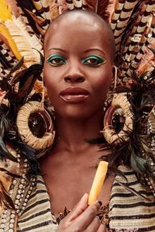 """Tatort""-Kommisarin Florence Kasumba alsafrikanische Kriegerin für den Lambertz-Kalender"