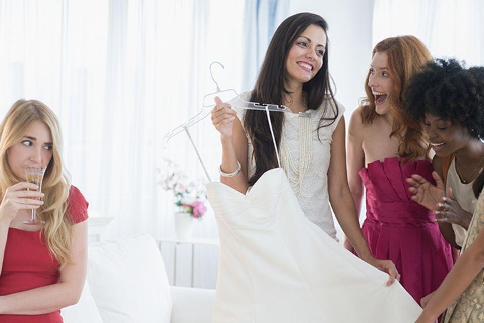So widerwärtig reagiert diese Braut auf die Schwangerschaft ihrer Brautjungfer