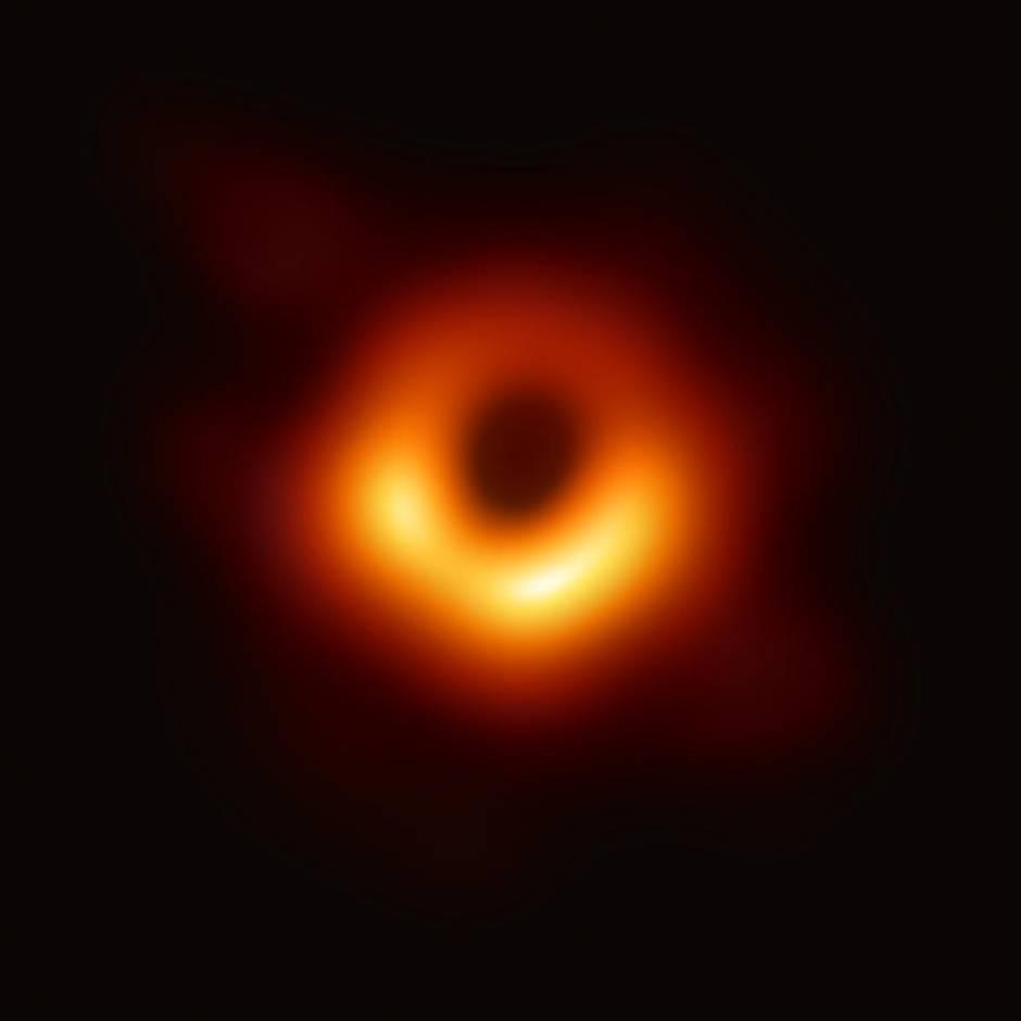 Die Menschheit sieht erstmals ein Schwarzes Loch