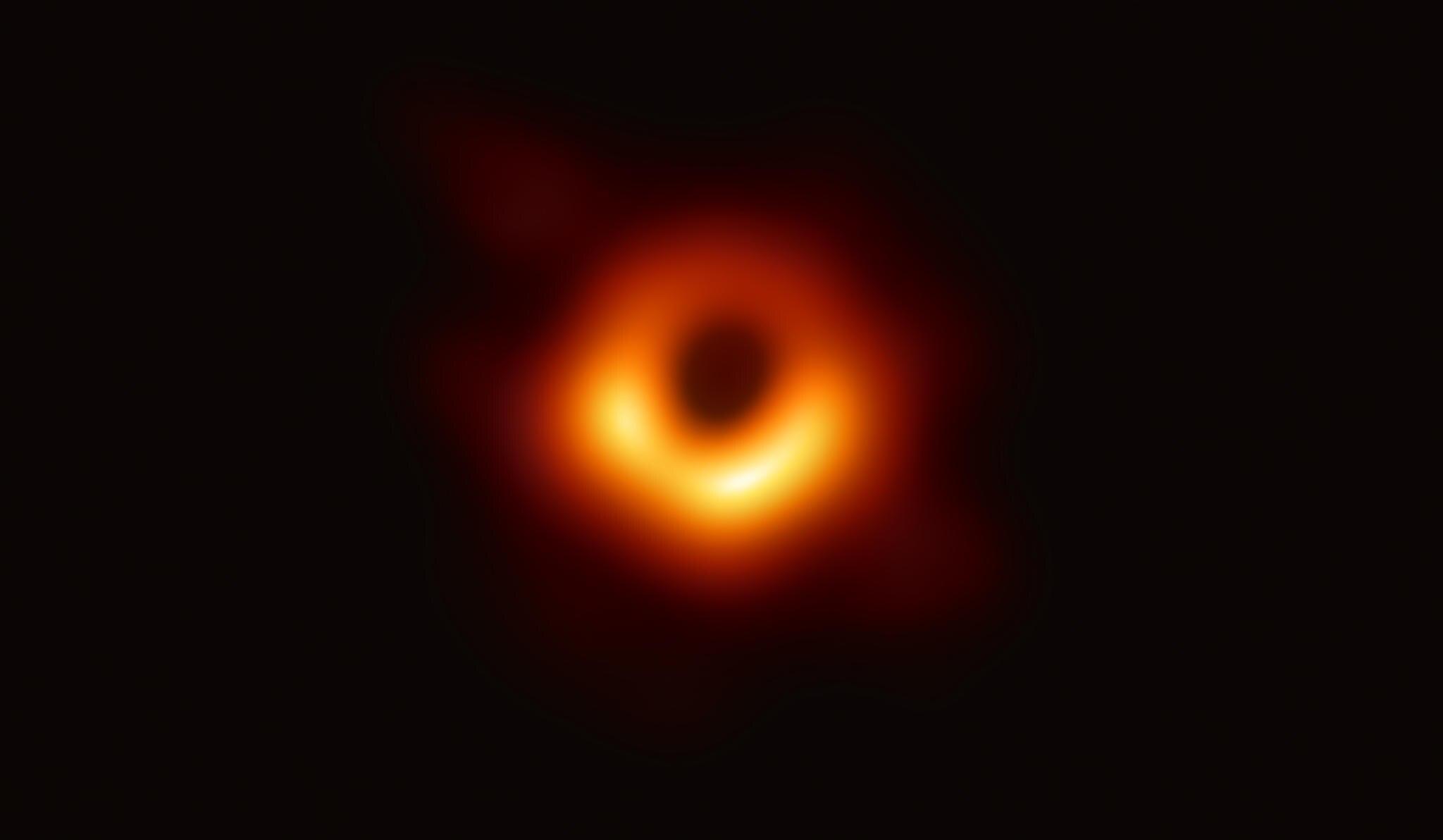 Im April 2019 bekam die Menschheit das erste Foto eines Schwarzen Lochs zu Gesicht.