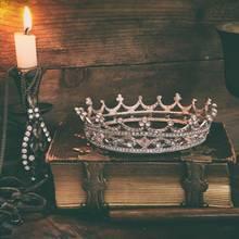 """""""Game of Thrones""""-Geschenke, Weinkelch, Krone, Kerzenständer, altes Buch"""