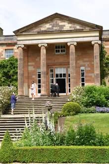 Das in Nordirland gelegeneHerrenhaus Hillsborough Castle ist seit 1925 die offizielle Residenz des Königs und der Königin von Großbritannien. Queen Elizabeth und Prinz Philip besuchen das Anwesen jedoch nur selten.