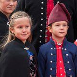 2018  Beim Besuch der Firma Bakkafrost in Runaviktragen die beiden eine traditionelle Tracht.