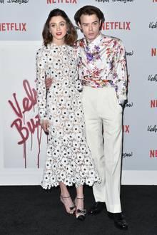 """Natalia Dyer + Charlie Heaton  Fans der Erfolgsserie """"Stranger Things"""" dürften sich besonders gefreut haben, als bekannt wurde, dass es die intensiven Blicke, die das Schauspiel-Paar vor der Kamera austauschten, auch in der Realität gibt."""