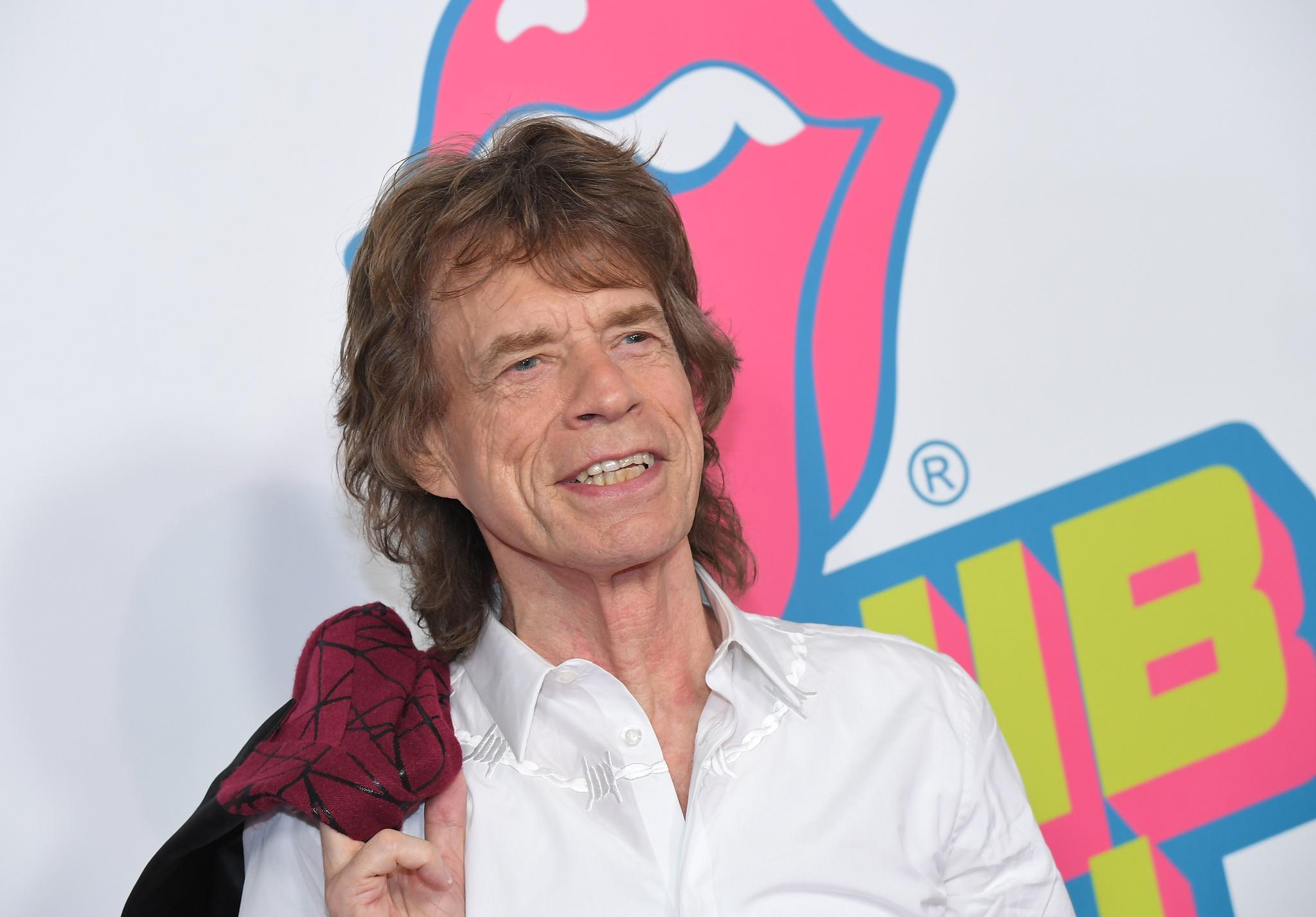 Nach Klinik-Aufenthalt: Mick Jagger postet Foto im Park