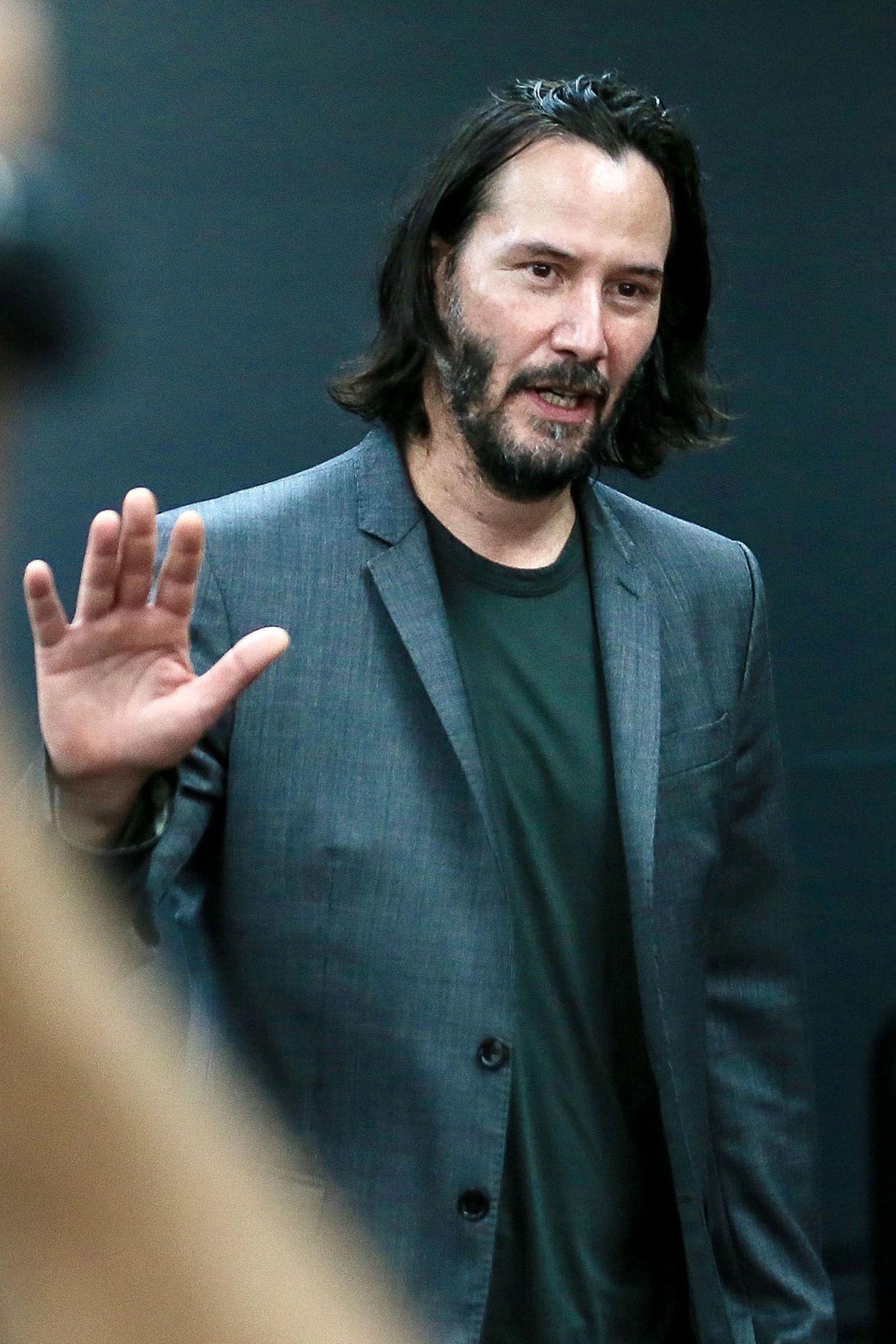 """Keanu Reeves ist mit der """"Matrix""""-Trilogie zur Hollywood-Legende geworden, in seiner Karriere sindaber auch Flops und eher weniger bekannte Indie-Filme vertreten. Zuletzt war er an der Seite von Winona Ryderin der romantischen Komödie """"Destination Wedding"""" zu sehen."""