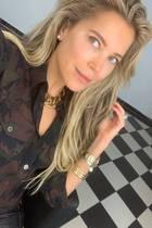Ungewöhnlich nackt im Gesicht! Sylvie Meis kennen wir meist nur mit dramatischen Make-up-Looks. Nun präsentiert sich die Niederländerin auf Instagram vollkommen ungeschminkt – naja, mit ein wenig Weichzeichner hat sie vielleicht doch nachgeholfen. Die Fans zeigen sich dennoch begeistert und schwärmen von Sylvies Natürlichkeit.