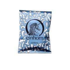 """""""Ist ein Mops besserals ein Windhund oder ein Pudel besser als eine Bulldogge?"""", fragt sich das Berliner Unternehmen """"Einhorn"""". Nein, lautet die Antwort und so ist es auch mit Penissen. Das Motto dieses Kondoms: Schluss mit Penisvergleich. Aber das ist nur der eine Faktor, der für Freude sorgt. Die Kondome sind zu 100 Prozent aus Naturkautschuklatex. Das Material ist ein reines Naturprodukt, somit vegan und biologisch abbaubar."""