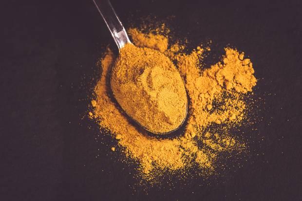 Kurkuma dient ebenfalls als natürlicher Farbstoff.