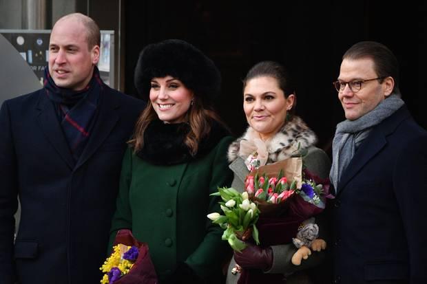 Prinz William und Herzogin Catherine posieren mit Prinzessin Victoria und Prinz Daniel für den Royal-Fotografen Tim Rooke.
