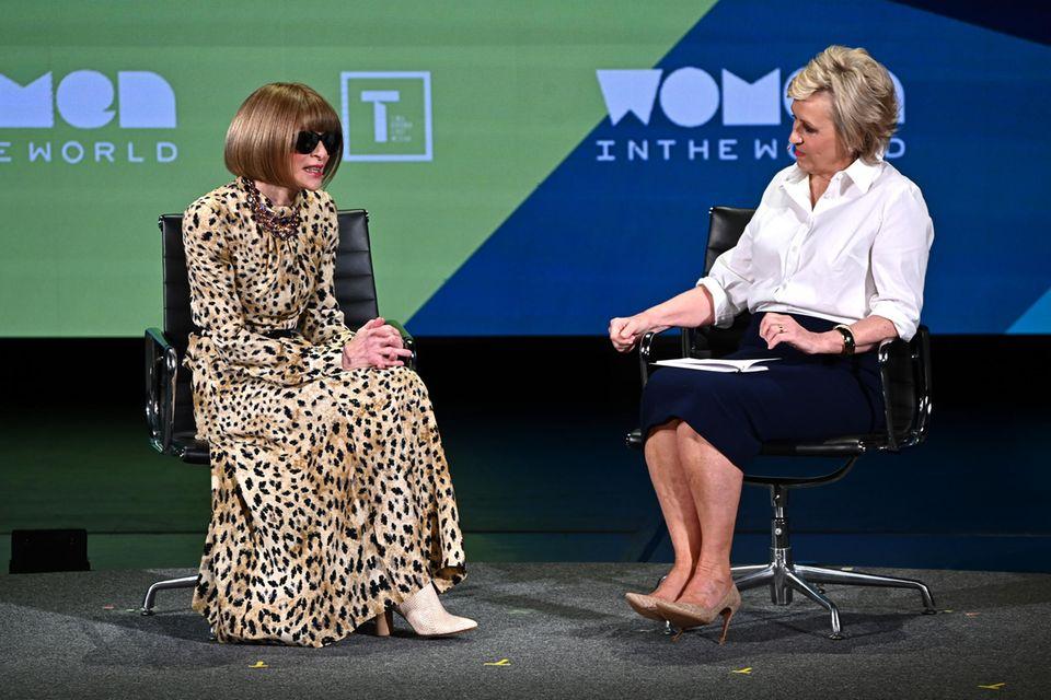 """Anna Wintour spricht beim """"Women in the World Summit"""" in New York mit Tina Brown über Herzogin Meghan."""