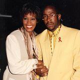 1993  Whitney Houston und R&B-Sänger Bobby Brown sind seit einem Jahr verheiratet, als sie im März Eltern der kleinen Bobbi Kristina Brown werden. Anfangs scheinen sie ein glückliches Familienleben zu führen.