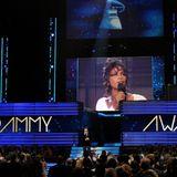 12. Februar 2012  Die Grammys werden von Whitney Houstons Tod überschattet. Alle Künstler zollen ihr Tribut. Die Trauer um eine der größten Sängerinnen unserer Zeit erfüllt den ganzen Saal.