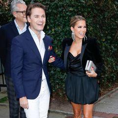 Zu ihrem 41. Geburtstag macht sich Sylvie Meis mit einem besonders elegant angezogenem Mann auf den Weg ins Restaurant. Am Strahlen kann man es fast schon erkennen: Es handelt sich hierbei um ihren Bruder Daniel.