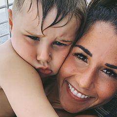 15. April 2019  Einfach nur zum Knuddeln! Sarah Lombardi schmust mit ihrem süßen Sohn Alessio. Die beiden sind gerade im Urlaub und lassen es sich gut gehen.
