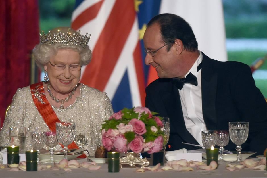 Queen Elizabeth II. mit Frankreichs ehemaligen Premier Francois Hollande