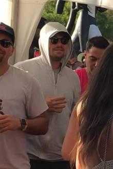 Wozu die Maskerade Leonardo DiCaprio? Der 44-Jährige war in weiblicher Begleitung auf dem Coachella 2019.