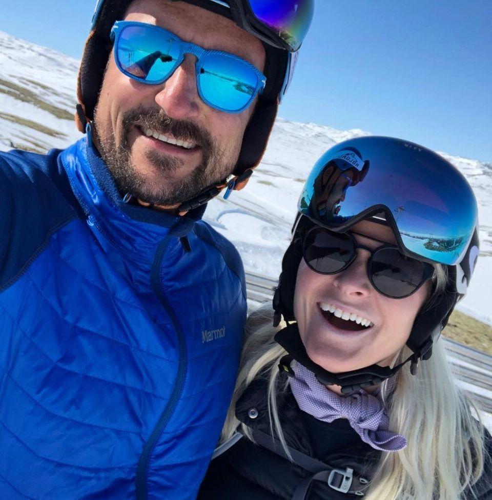 15. April 2019  Prinz Haakon und seine Frau, Kronprinzessin Mette-Marit, haben gerade sichtlich Spaß in ihrem Skiurlaub in Norwegen. Strahlend über beide Ohren schicken sie ihren Followern süße Urlaubsgrüße. Auch ihre Kinder ...