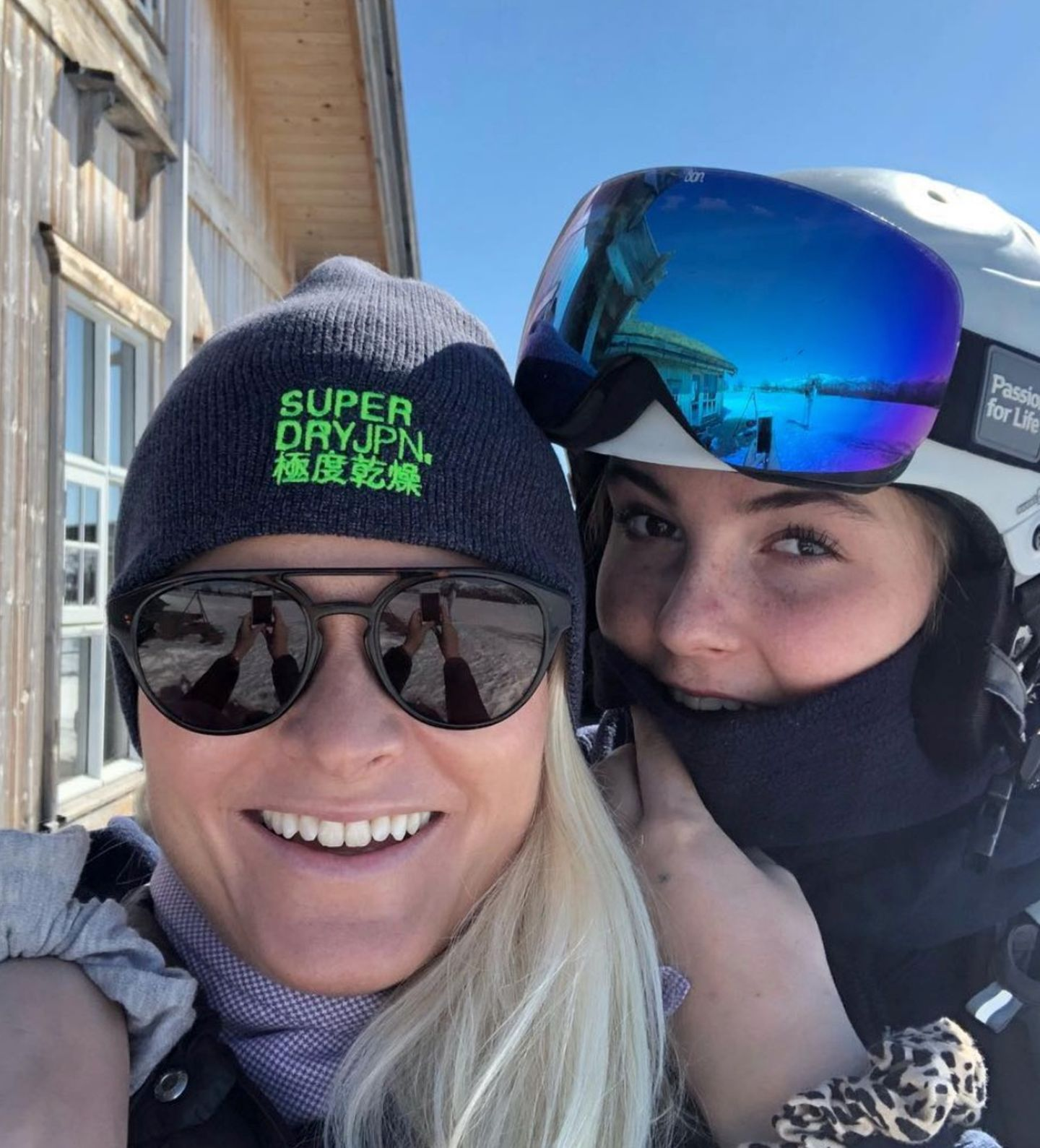 ... Prinzessin Ingrid-Alexandra und Prinz Sverre Magnus sind mit von der Partie. Sie schießen lustige Selfies mit ihren Eltern und ...