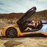 Uh la la! Lena Gercke macht imfür Coachella gestylten BMW i eine tolle Figur.
