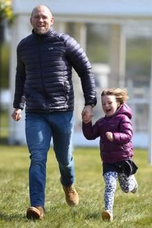 16. April 2019  Das sieht nach einer Menge Spaß aus! Papa Mike Tindall flitzt mit seiner Tochter Mia Grace auf einemVolksfest in Norfolk herum. Für die 5-Jährige wartet dort ...