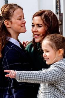 16. April 2019  Prinzessin Mary und ihre beiden Töchter würden eine coole royale Mädchenclique abgeben.