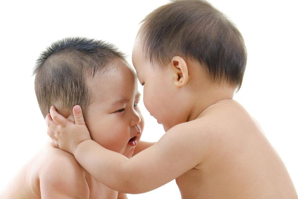 Schon im Mutterleib rangelten die Zwillinge miteinander (Symbolbild)