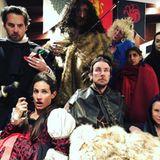 """Wie sympathisch:Nicht nur Normaloswie wir, auch Stars und Schauspieler fiebern der letzte Staffel """"Game of Thrones"""" entgegen. Wie das bei Schauspielerin Kirsten Bell und ihren Freunden aussieht, dürfen wir auf ihrem Instagram-Profil bestaunen."""