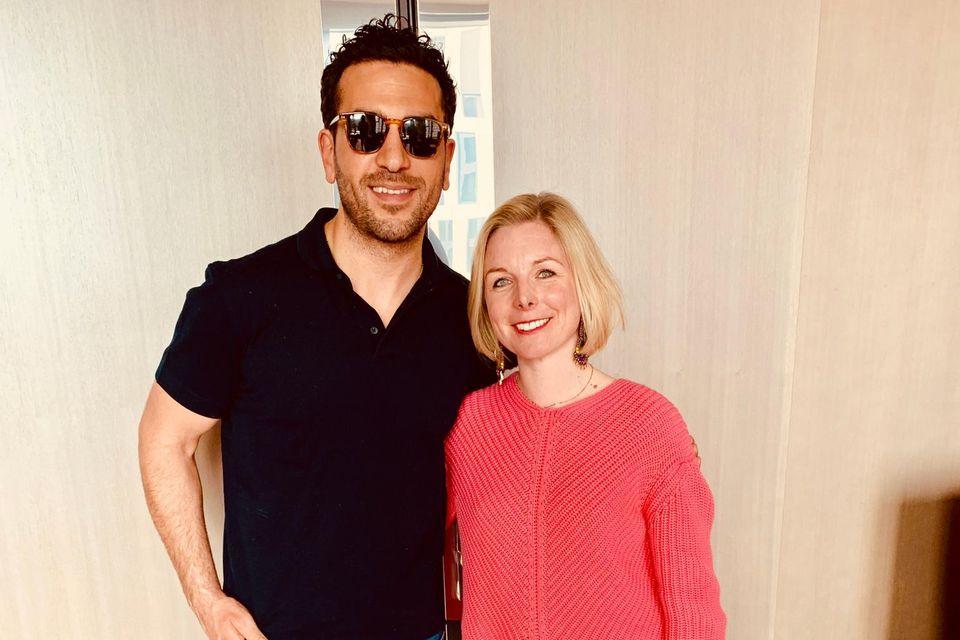 Elyas M'Barek mit GALA-Redakteurin Luise Wackerl