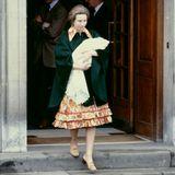 """1981  Prinzessin Anne verlässt mit ihrer drei Tage alten Tochter Zara das """"St. Mary's Hospital""""."""