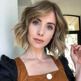 Für eine Rolle lässt sich Alison Brie kurz vor Ostern helle Strähnchen setzen. Diese lassen ihre Frisur insgesamt sommerlicher erscheinen.