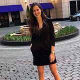 Zum abendlichen Date mit ihrem Basti macht sich Ana Ivanovic extra schick. Das kleine Schwarze ist bei ihr ein langer, doppelreihigerBlazer. Der ist schick und sexy zugleich.