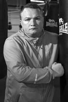 """17. April 2019: Bradley Welsh (42 Jahre)  Der schottische Schauspieler und ehemalige Box-Champion Bradley Welsh ist laut britischen Medienberichten in Edinburgh erschossen worden. Er soll in der Nähe seines Hauses getötet worden sein. Welsh war vor allem durch seine Rolle in """"T2 Trainspotting"""" bekannt."""