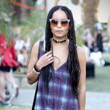 Zoë Kravitz, Tochter von Rockmusiker Lenny Kravitz, hat ihre langen Haare zu vielen einzelnen Zöpfen geflochten.