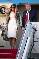 Ankunft in Palm Beach: First Lady Melania Trump und ihr Mann, Donald Trump, sind bereit für das anstehende Osterwochenende. Melania zeigt sich natürlich wie immer perfekt gestylt und beweist Kombinationstalent ...