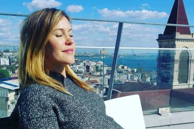 19. April 2019  Wolke Hegenbarth genießt die türkische Sonne hoch über den Dächern von Instanbul und schenkt ihren Instagram-Fans dieses süße Babybauch-Bild. Wir wünschen ganz viel Spaß und Erholung!