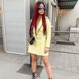 Bei den About You Awards in München präsentiert Kim Gloss ihren Followern ihre neuen Haare - sehr lang und vor allem rot! Offenbar scheint es sich dabei nicht um eine Perücke zu handeln, Extensions trägt Kim aber auf jeden Fall.