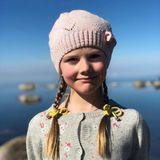 21. April 2019  Prinzessin Estelle bezaubert mit Strickmütze, Zöpfen und ihrem zufriedenen Lächeln.