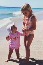 22. April 2019  Statt Ostereier suchen Prinzessin Eleonore und ihre süße Schwester Adrienne an den Feiertagen lieber Muscheln am Strand. Mama Madeleine hat dieses tolle Foto ihrer Töchter für ihre Instagram-Follower festgehalten.