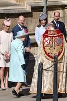 Auch der Queen sieht man an diesem sonnigen Tag und diesem schönen Anlass die Freude an.