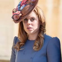 Prinzessin Beatrice kommt ohne ihre Schwester Eugenie und deren Ehemann Jack Brooksbanks zur Ostermesse.