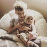 Und noch zwei süße Osterhäschen: Hilary Duff schickt ihrer Instagram-Gemeinde dieses Festtagsfoto mitihrenKinder Luca und der kleinen Banks.